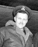 Photo de Groupe – De gauche à droite : Le capitaine d'aviation Norbert Roche, le commandant d'aviation Alfred Webster, le capitaine d'aviation Donald Forest Caldwell, le capitaine d'aviation Edward Harling et le sergent Edwin Erwin Phillips. Photo : Ministère de la Défense nationale.