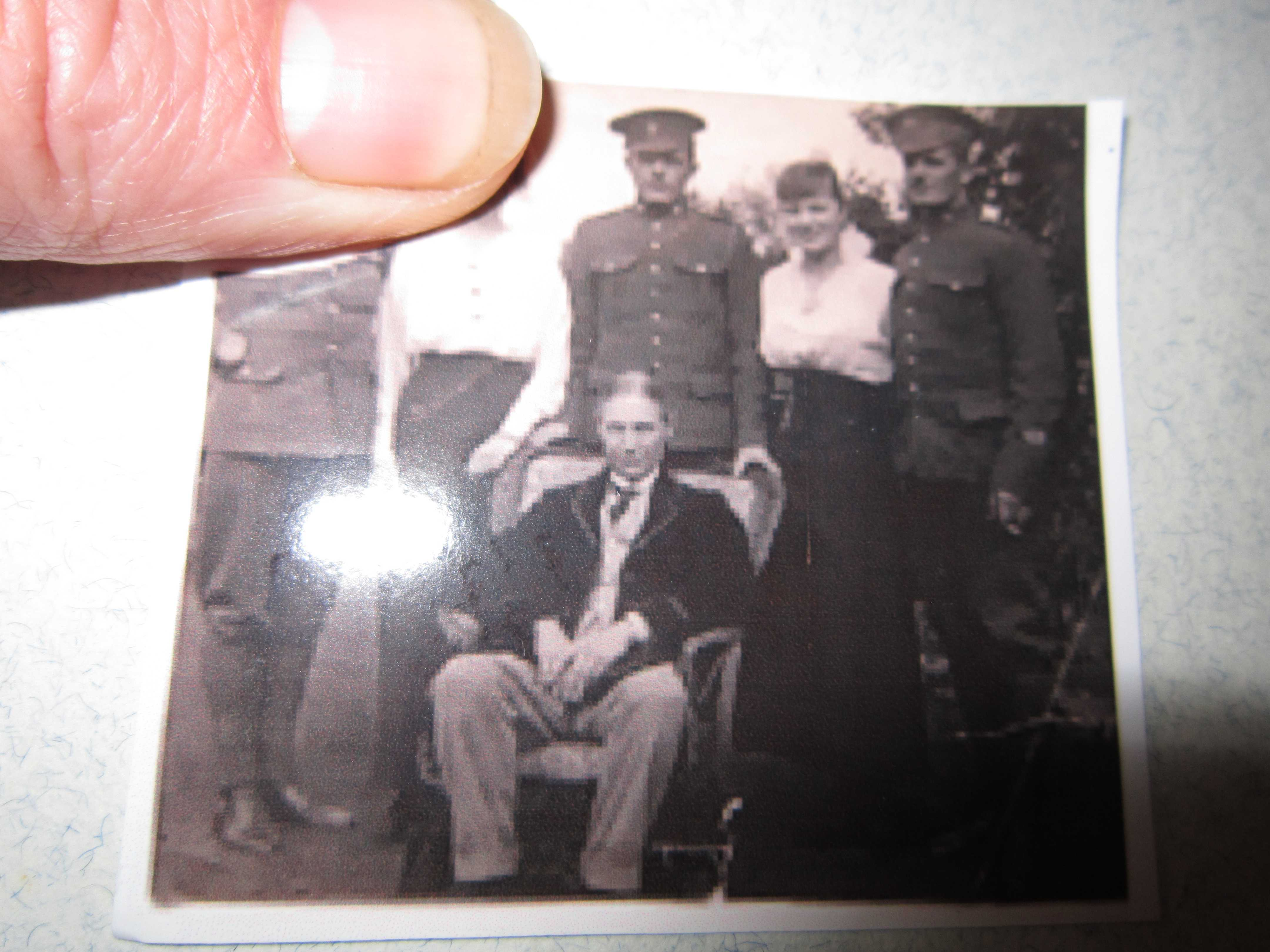 Photo of ARTHUR DUNCAN DICKINSON– Grand father Dickinson sitting down,  Uncle Leslie, Catherine,  Arthur, Peggy (my grand mother) and Rob