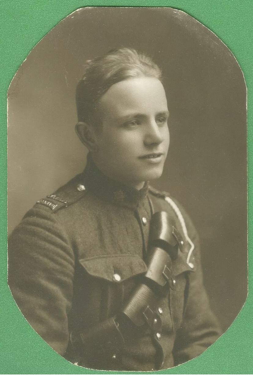 Biography– Original photograph of Horace Pearson, killed at the Somme in 1916.