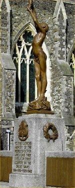 Monument commémoratif – Le monument commémoratif de la ville de Dover, Kent (Angleterre) où apparaît le nom de soldat Stevens. Il est l'un des quatorze natifs de cette ville commémorés sur ce monument à avoir émigré au Canada et à avoir été tués en service au sein des Forces canadiennes durant la Grande Guerre. Renseignements recueillis par le Dover War Memorial Project.
