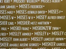 Monument – Nom de William Henry sur l'Anneau de la mémoire à Ablain-Saint-Nazaire. Photo prise le 17 avril 2019.