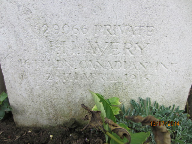 Inscription– Detail of grave marker inscription for Private John Henry Avery at Bailleul Communal Cemetery, France. Image taken 13 July 2014 by Tom Tulloch.