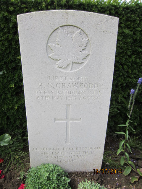 Grave marker– Grave marker at Bailleul Communal Cemetery in France showing inscription for Lieutenant Richard Gilpin Crawford. Image taken 13 July 2014 by Tom Tulloch.