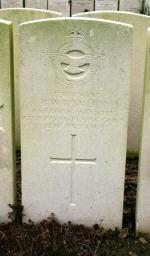 Pierre tombale – Photo gracieuseté de Wilf Schofield, Angleterre.