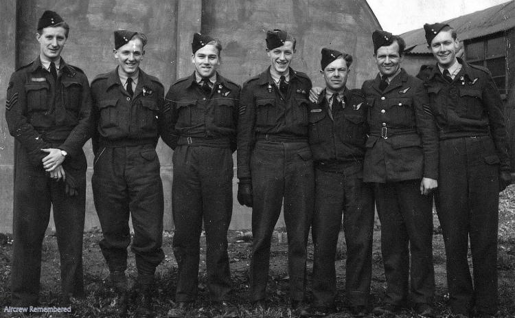 Photo de Groupe – Crew of 514 Squadron Lancaster I PD265 JI-G