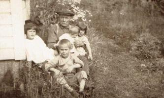 Photo of Robert Weaver Burke– J F Weaver and the Burke children. Submitted for the project, Operation Picture Me