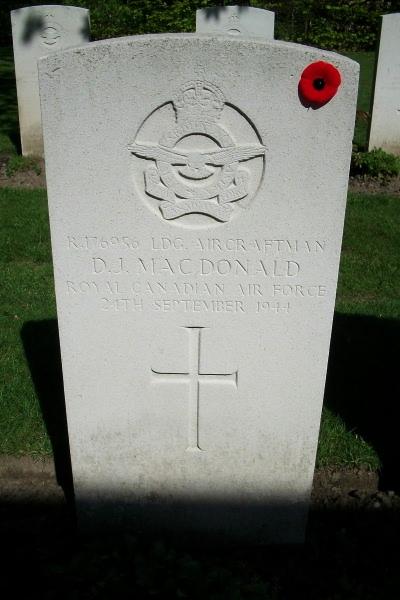 Grave Marker– Grave marker - Rheinberg War Cemetery - May 2015 Photo courtesy of Marg Liessens
