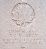Pierre tombale – Cette photo de la plaque funéraire de Sgt Murray a été prise par le Père Craig Cameron du QOR of C en juin 1997.