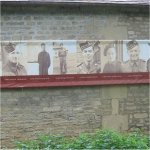 En souvenir – de gauche à droite: Hugh Allen MacDonald (North Nova Scotia Highlanders), George Millar (North Nova Scotia Highlanders), George MacNaughton (North Nova Scotia Highlanders), Harold Philp (Sherbrooke Fusiliers Regiment), George Gill, (Sherbrooke Fusiliers Regiment), Freddie Williams (Stormont, Dundas and Glengarry Highlanders), Walter Doherty (North Nova Scotia Highlanders), George Pollard (Stormont, Dundas and Glengarry Highlanders), Hollis McKeil (North Nova Scotia Highlanders), Reginald Keeping (North Nova Scotia Highlanders) et James Moss (North Nova Scotia Highlanders).