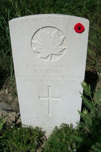 Cemetery– Grave marker - Gradara War Cemetery - May 2013 ... Photo courtesy of Marg Liessens