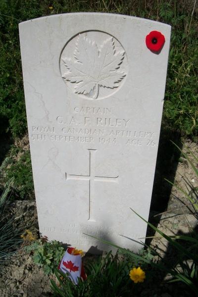 Grave marker– Gradara War Cemetery - May 2013 ... Photo courtesy of Marg Liessens