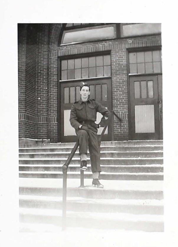 Photo – Cette photo a été trouvé au dossier de service militaire de William . Soumis dans le cadre du projet : Operation Picture Me