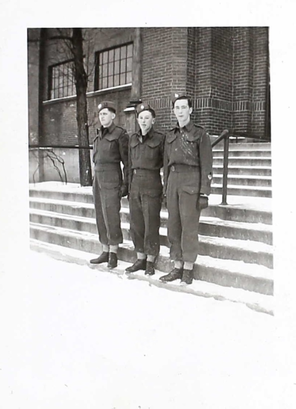 Photo de – CEtte photo a été trouvé au dossier de service militaire de William . Soumis dans le cadre du projet : Operation Picture Me