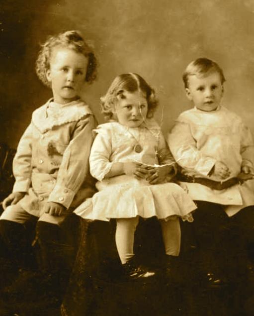 Photo – James, Rosie et Mark. Soumis dans le cadre du projet : Operation Picture Me