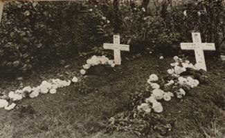 Grave marker– The Fieldgrave(left one) of Pte.Albin Sumara at Retranchement(The Netherlands). The fieldgrave was located in the garden of the Luteijn family at the Dorpstraat 5a. With was a first aid post at that time.