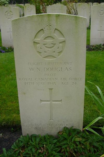Grave marker– Becklingen War Cemetery, photo courtesy of Marg Liessens.