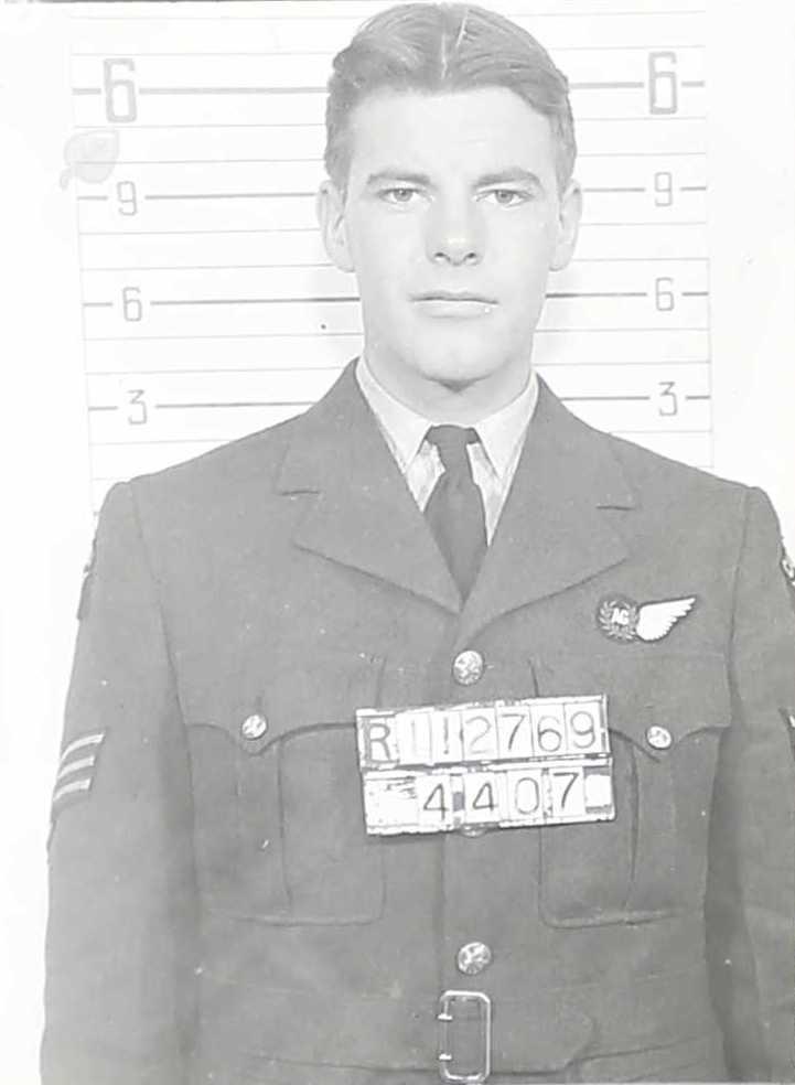 Photo of William Robert Farrell– R-112769 F/Sgt (AG) William Robert Farrell