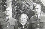 Photo de Groupe – Basil 'Glynn' Crew Mère:  Ethel Francis (Golding)Crew frère:  Courtland Orr Crew