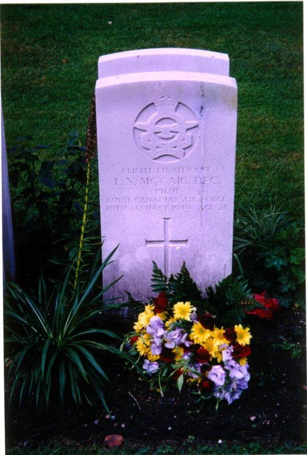 Grave marker for Leslie McCaig