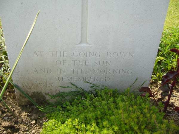 Inscription à la pierre tombale