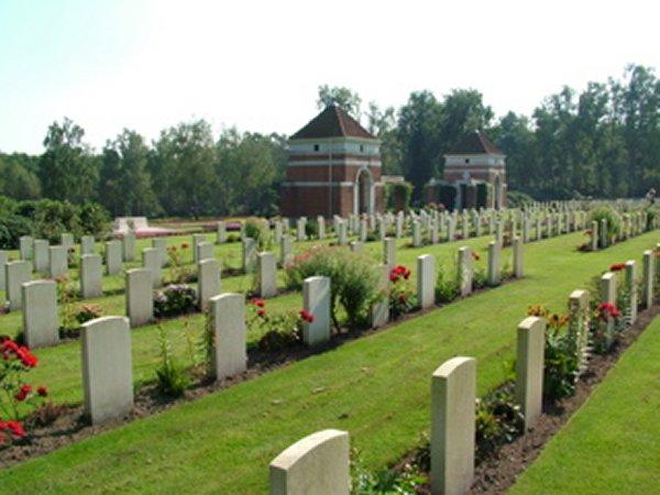Holten Canadian War Cemetery (1)