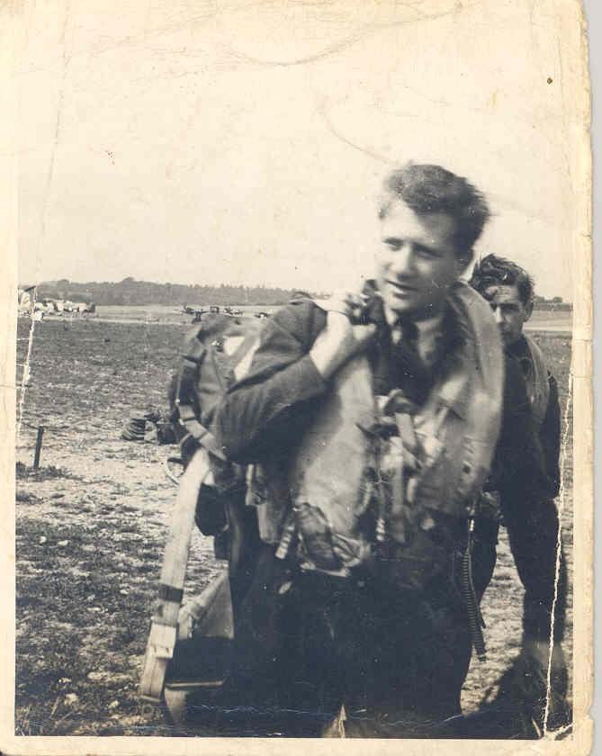 Photo of HENRY JAMES MUIR– F/O Jimmy Muir, age 22, Ellon, France