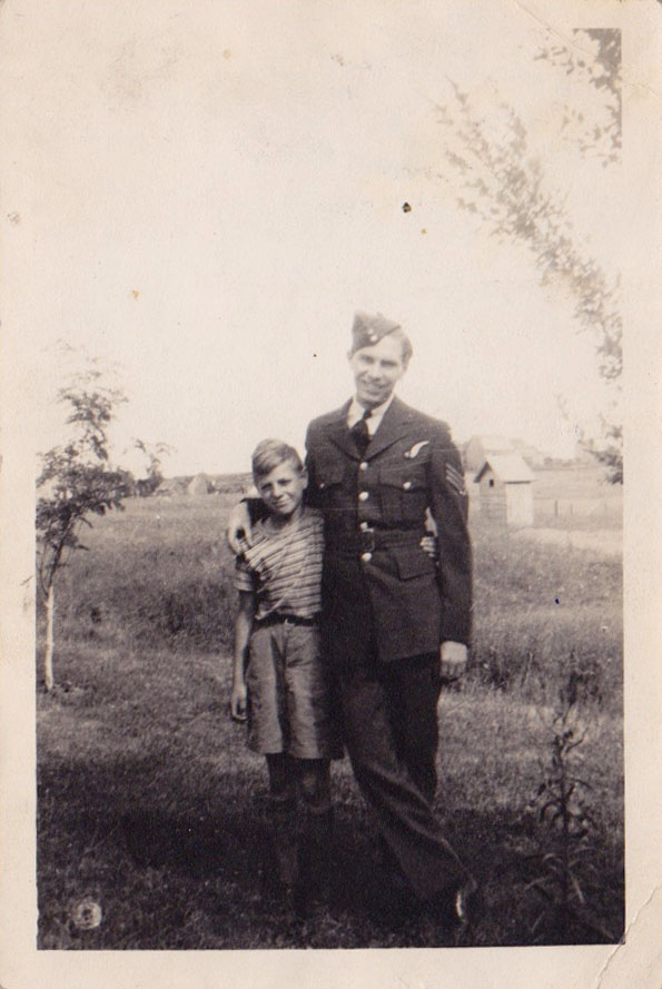 Group Photo– James Reginald Calder with his younger brother, my grandfather, Irvin Calder.