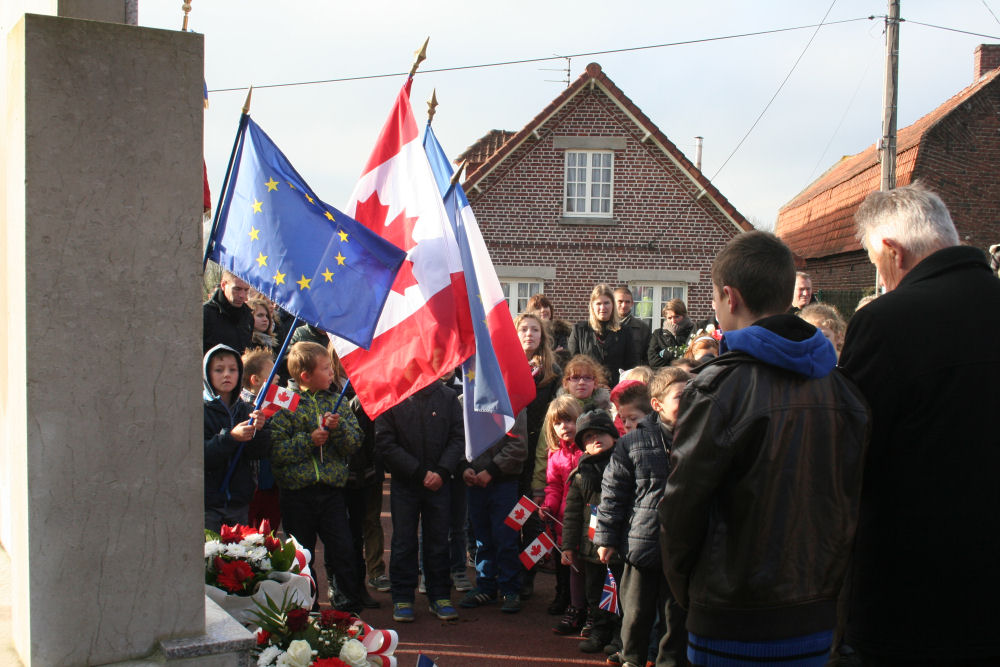 Remembering– Citizens of Wittes, France held a Remembrance Day ceremony honouring Richard Bennett and his crew. The crew were killed during a daytime operations.