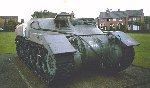 Le transport de troupes – Le transport de troupes blindé Kangaroo était utilisé par le 1er régiment canadien de chars blindés. C'était en fait un char canadien Ram Tank Mark I modifié (on avait enlevé la tourelle).
