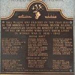 Monument de Curling – Charles est honoré au Monument de Curling avec d'autres camarades de la Marine Marchande Canadienne.