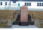 """Monument – """"Photographie du monument situé devant la Royal Canadian Legion (Harbour Grace) et sur lequel Alexander est honoré."""""""