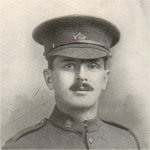 Photo de James Robertson – Il s'est enrôlé dans le 168e Bataillon le 10 février 1916. En 1917, il a été muté dans le 18e Bataillon. Il est tombé au champ d'honneur le 21 août 1917.