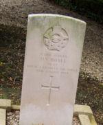 Pierre tombale – Image de la tombe du pilote Harry Vern Boyle inhumé dans le cimetière civil de Castillon-en-Auge