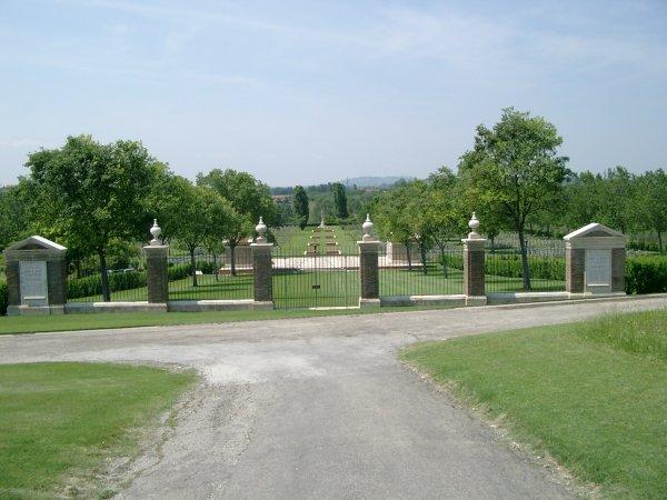 Le cimetière de guerre de la crête de Coriano