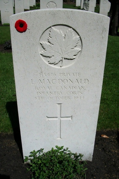 Grave Marker– Grave marker - Bergen-op-Zoom Canadian War Cemetery - May 2015 … Photo courtesy of Marg Liessens
