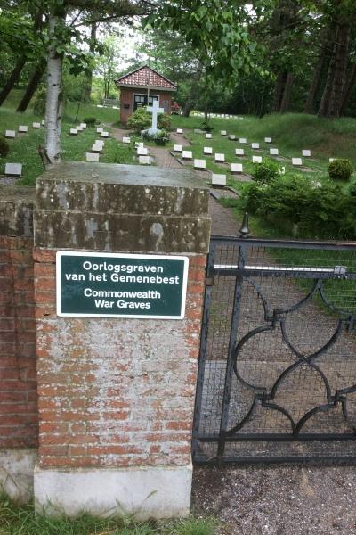Entrance to Schiermonnikoog (Vredenhof) Cemetery
