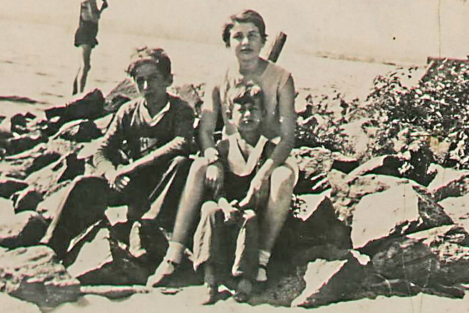Family Photo– Sydney (left), Zave and Rose Brown Fluxgold 1933 Lake  Nipissing, North Bay Ont.