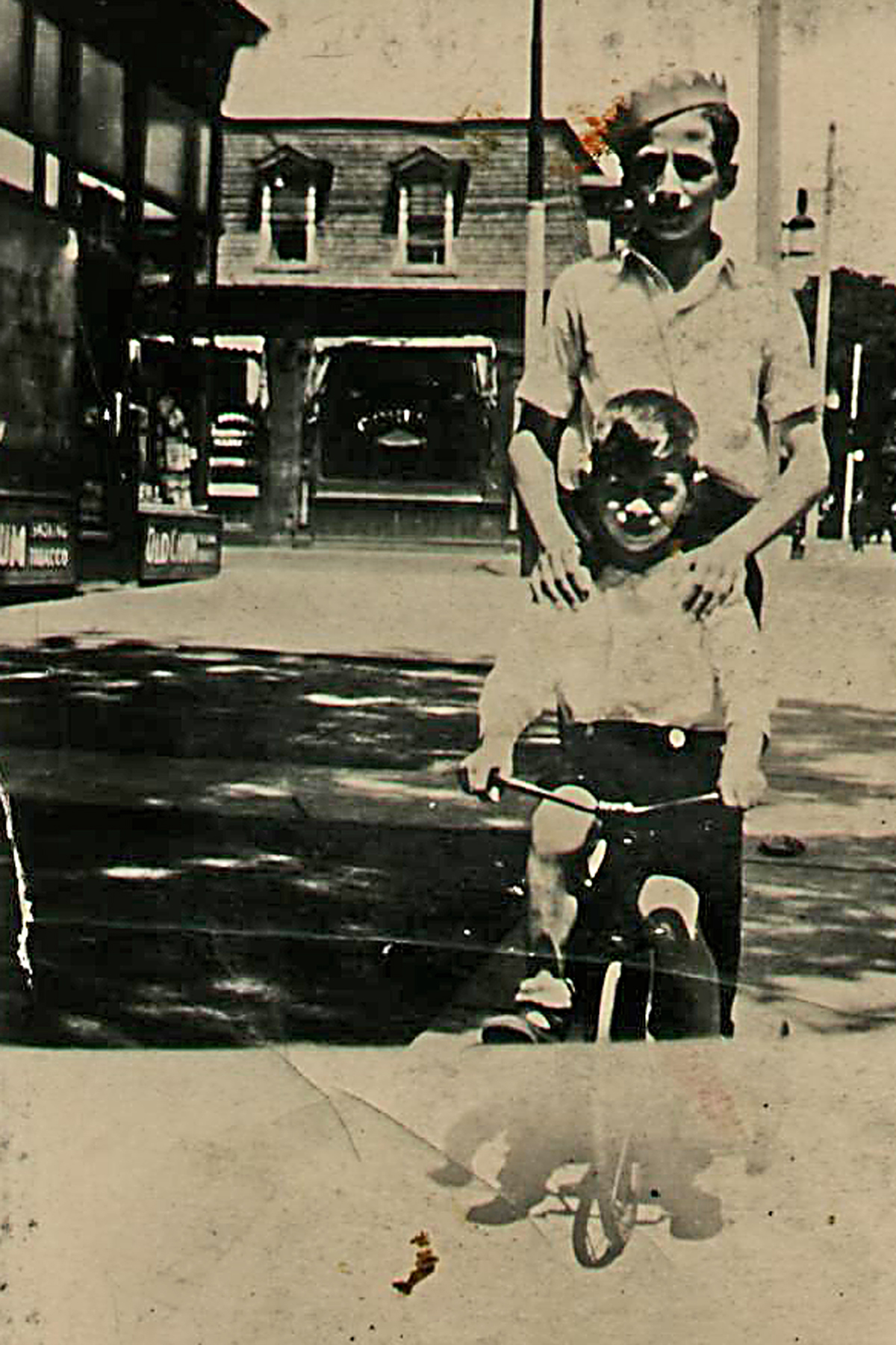 Brothers– Zave Brown seated on bike with brother Sydney.