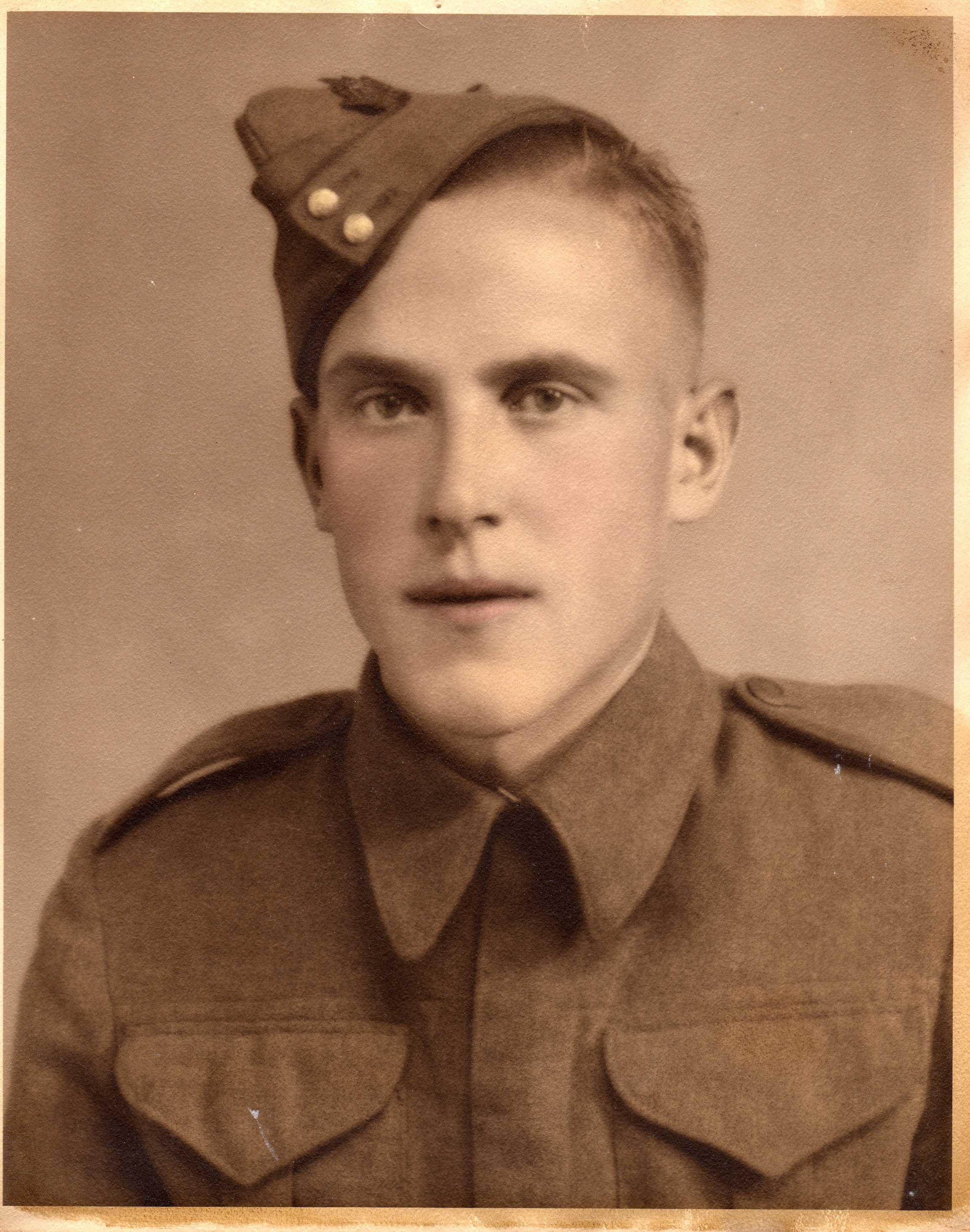 Photo of Earl Frederick Jones.– Earl Frederick Jones. L56014 The Black Watch (Royal Highland Regiment) of Canada.