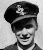 Photo de Aubrey Whitmore – Whitmore, Aubrey Roy - Sous-lieutenant d¿aviation. Il est né le 11 novembre 1923 à Hamilton (Ont.) et a étudié à l¿école secondaire supérieure centrale, dans sa ville natale. Il a commencé à travailler pour la banque le 8 juillet 1940. Il a été employé à la succursale située à l¿angle de King et Wellington et à celle située à l¿angle de James et Barton à Hamilton. Il s¿est enrôlé dans l¿ARC le 10 octobre 1942, alors qu¿il travaillait dans cette dernière succursale. Il a été promu sous-lieutenant d¿aviation en mars 1944. Il a reçu sa formation à  Toronto, Hamilton et Uplands en Ontario. Il a été tué dans un accident d¿aviation survenu à Trenton (Ont.) le 2 juin 1944.  Tiré d¿une brochure-souvenir préparée par le Banque Canadienne de Commerce.