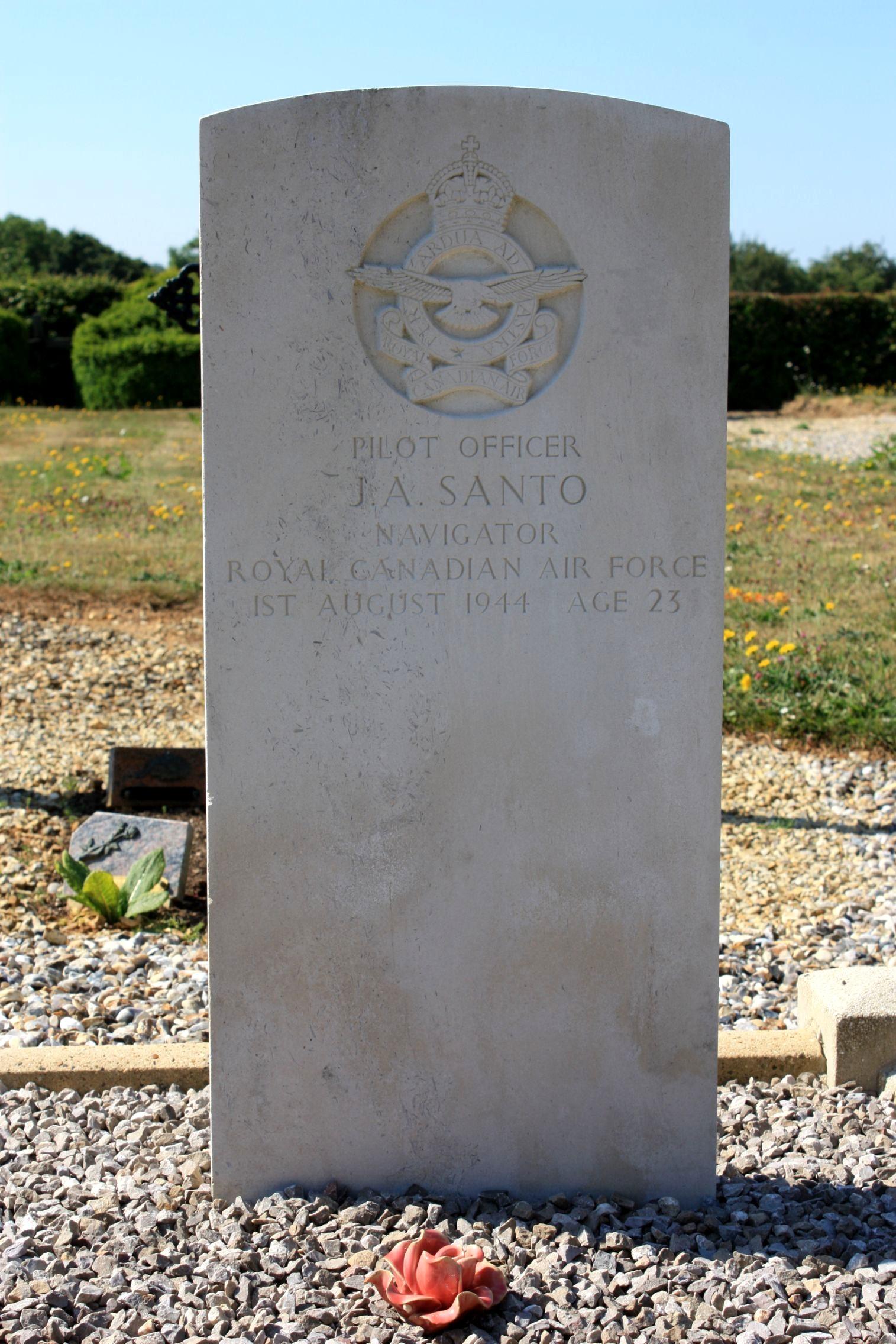Pierre tombale – Photo de la pierre tombale, gracieuseté de Kelvin Youngs, Commémoration à l'équipage.
