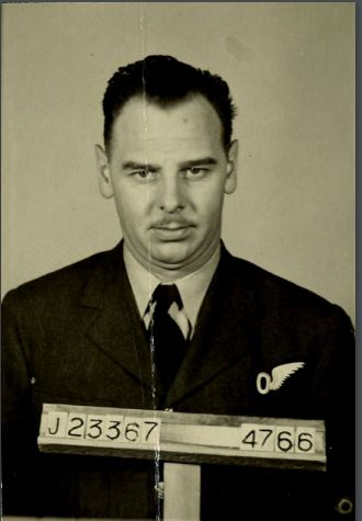 Photo of GORDON KEITH WILLIS– From: RCAF WW2 Service File