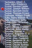 Mémorial – Lieutenant d'aviation Joseph William Tucker est aussi commémoré sur le Monument commémoratif de Bomber Command à Nanton, en Alberta. Photo offerte par Marg Liessens.