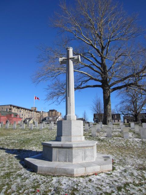 Memorial– Cross of Sacrifice in Fort Massey Cemetery, Halifax, Nova Scotia, Canada. Image taken 20 December 2015 by Tom Tulloch.
