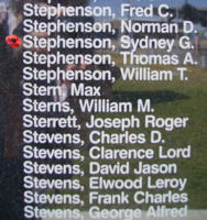 Mémorial – Sous-officier breveté de 1re classe Sidney Gordon Stephenson commémoré sur le Monument commémoratif de Bomber Command à Nanton, en Alberta. Photo offerte par Marg Liessens.