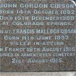 Pierre Tombale – Le Lieutenant Malloch Gibson est commémoré sur le monument de la famille Gibson au cimetière d'Hamilton à Hamilton (Ontario).  Voici le détail de l'inscription.