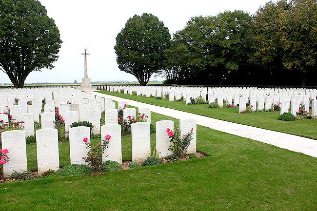 Le cimetière de la route d'Arras