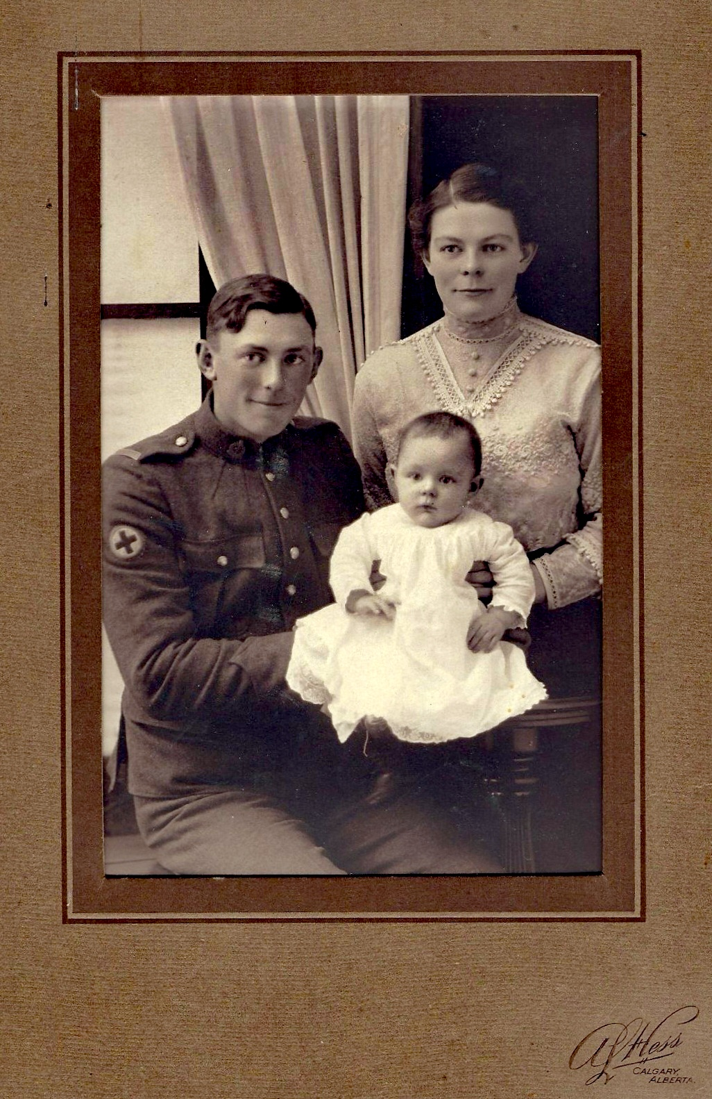 Family Photo– William Hinnells, with his wife Helen, and daughter Queenie (Irene).