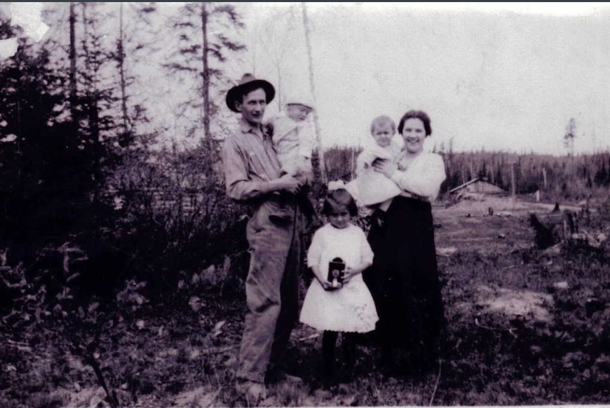 Photo of BURNHAM JOHN MALCOLM THORP– Baby Burnham with his family. Submitted for the project Operation Picture Me