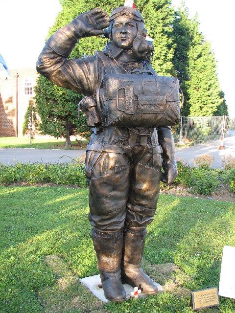 Photo of Andrew Mynarski Statue